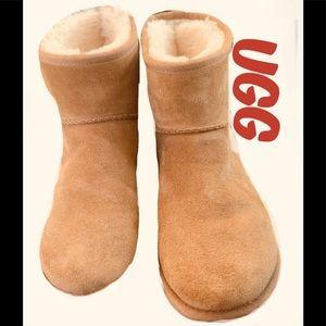 Ugg ladies short boot